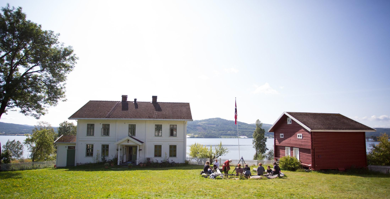 Åpen dag på Søndre Green gård i anledning kunstneroppholdet AiR Green i 2017. Foto: Øystein Haugerud.