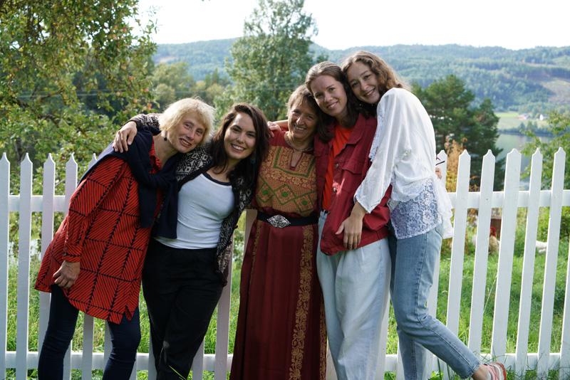 AiR Green 2018 (fra venstre): Brynhild Slaatto, Martha Tuttle, Kristin Lindberg, Hanna Roloff og Alice Hualice. Foto: Vebjørn Skaseth Ørpen.